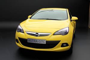 Frankfurt 2011: Opel Astra GTC by randomlurker