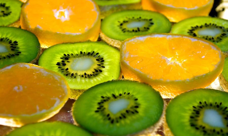 kiwis and mandarins by stefankoem