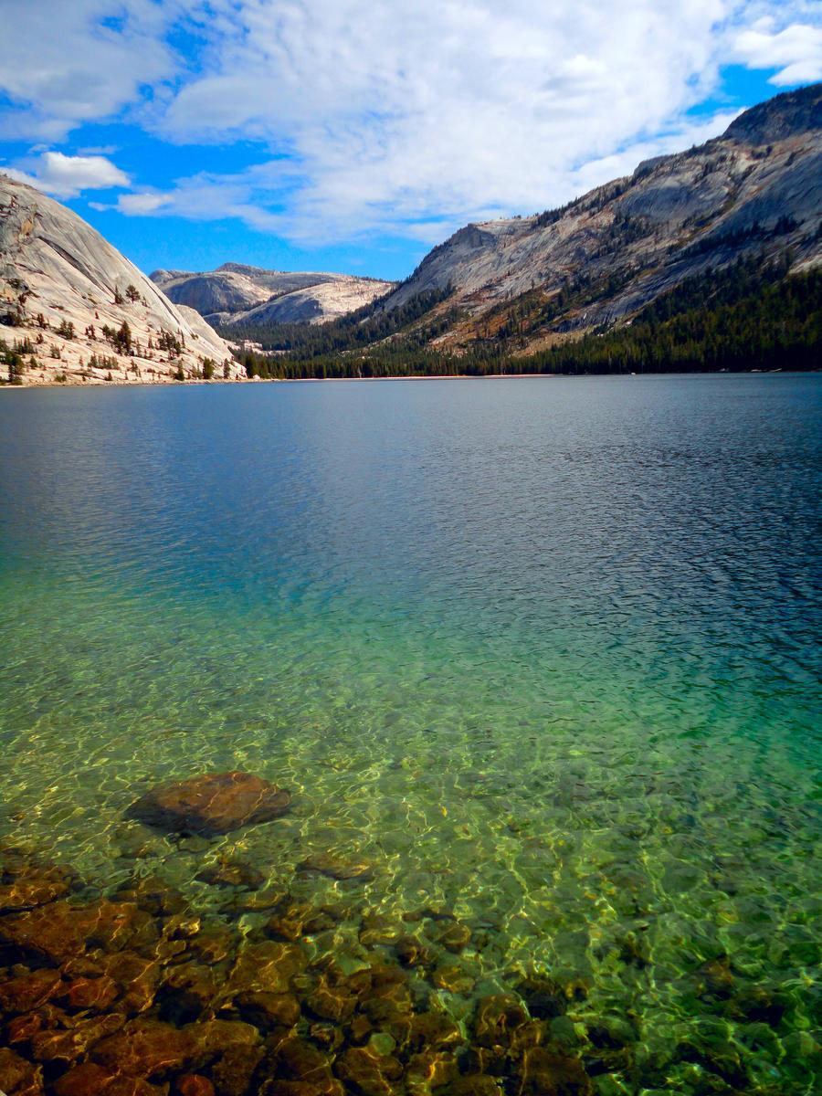 Yosemite Lake by KitsuneTsuki09
