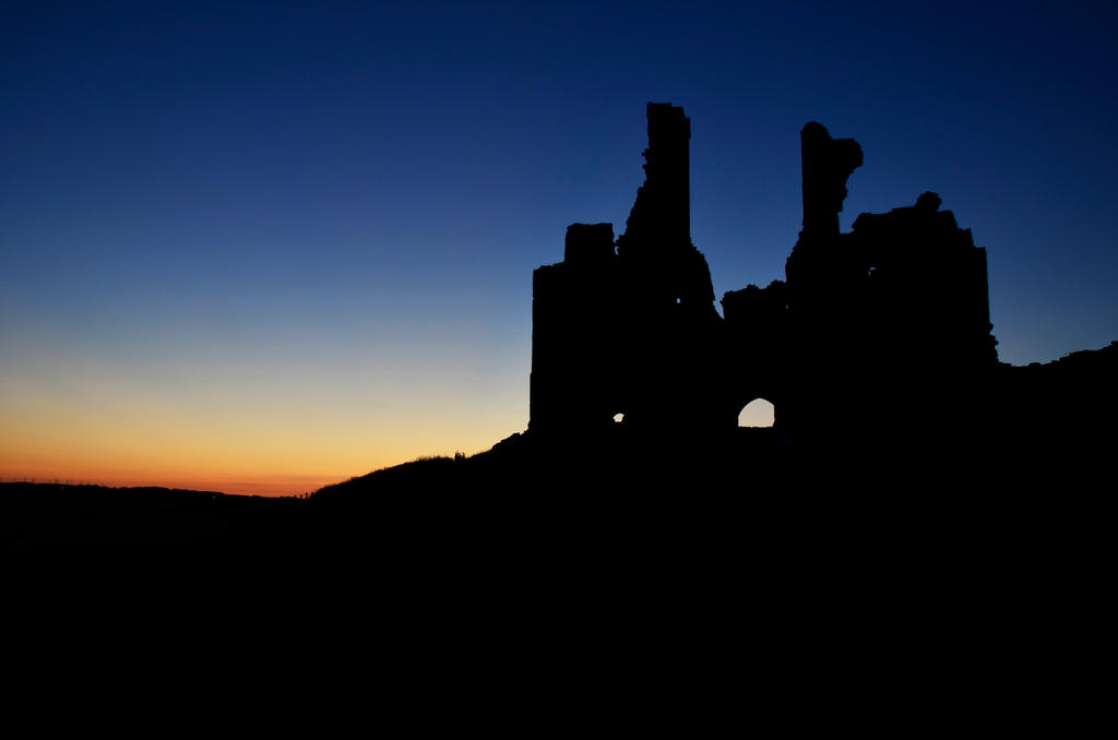 Dunstanburgh Castle by roodpa