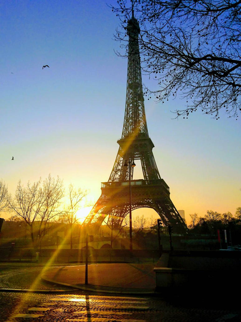 Sunrise in Paris!   by Monomakh