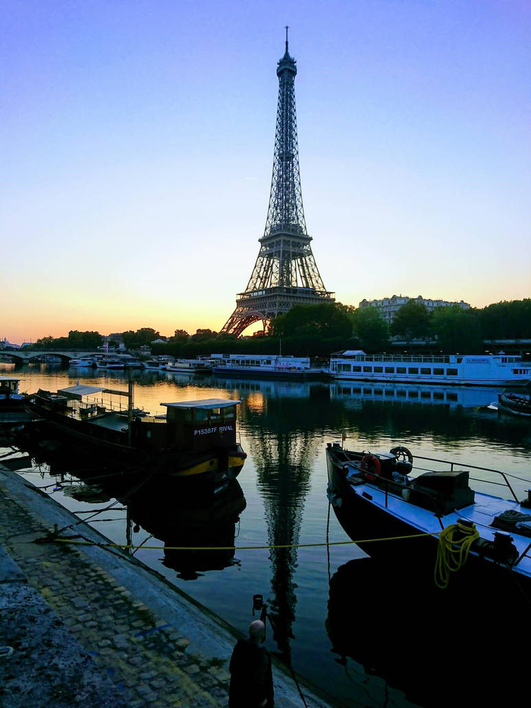 Eiffel Tower early morning.  by Monomakh