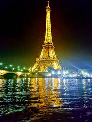 Eiffel Tower by Night  by Monomakh