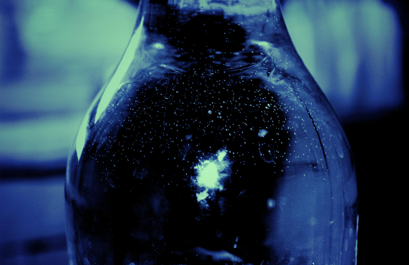 A small universe in a bottle
