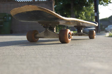 Skateboard by AlexTheMartian