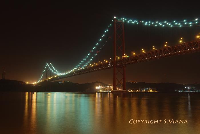 Olissipo Noctum 25th_April_Bridge___Lisbon_by_sergioviana
