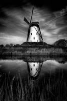 Le Moulin de Damme en BW by deylac