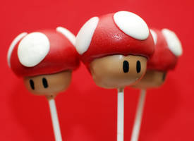 Super Mario Mushroom Cake Pops by keriwgd