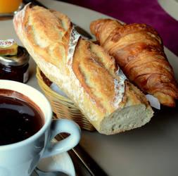 Baguette, croissant et chocolat s'il vous plait.