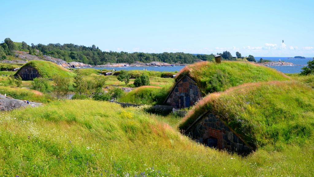 Suomenlinna at summer by joseluisrg