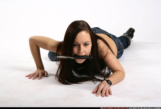 Brunette - Sneaking knife
