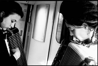 in treno: musica by zetacarlotta