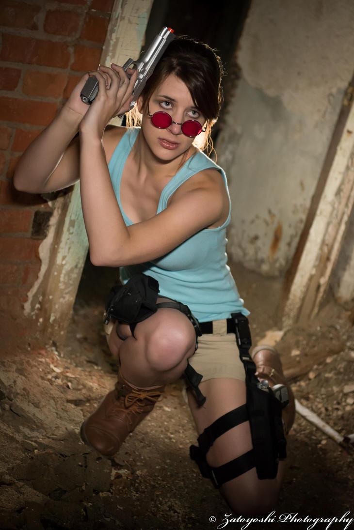 Lara at the Ready by N1k0nSh00ter