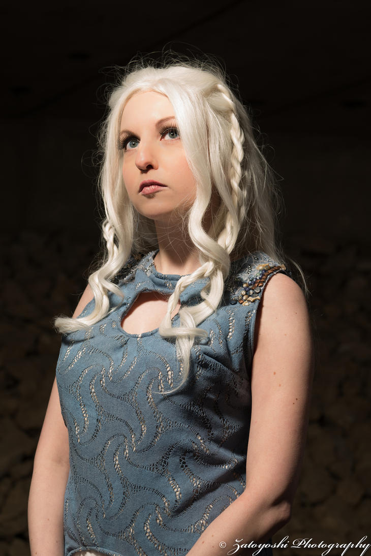 Lauren cosplays Daenerys from Game of Thrones by N1k0nSh00ter