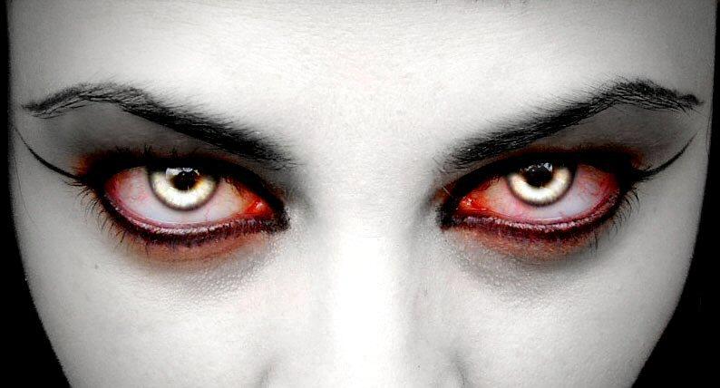 Как себе сделать глаза вампира 39