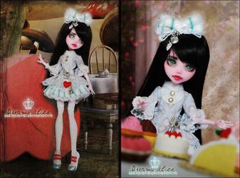 Alice dreams in Wonderland by MiveeArt