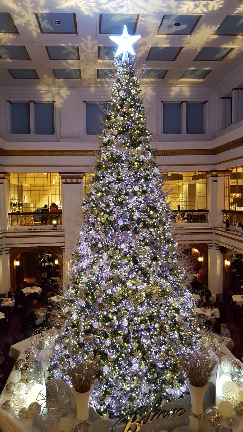 Macy's Christmas Tree Chicago 2016 by WatairDragon on ...