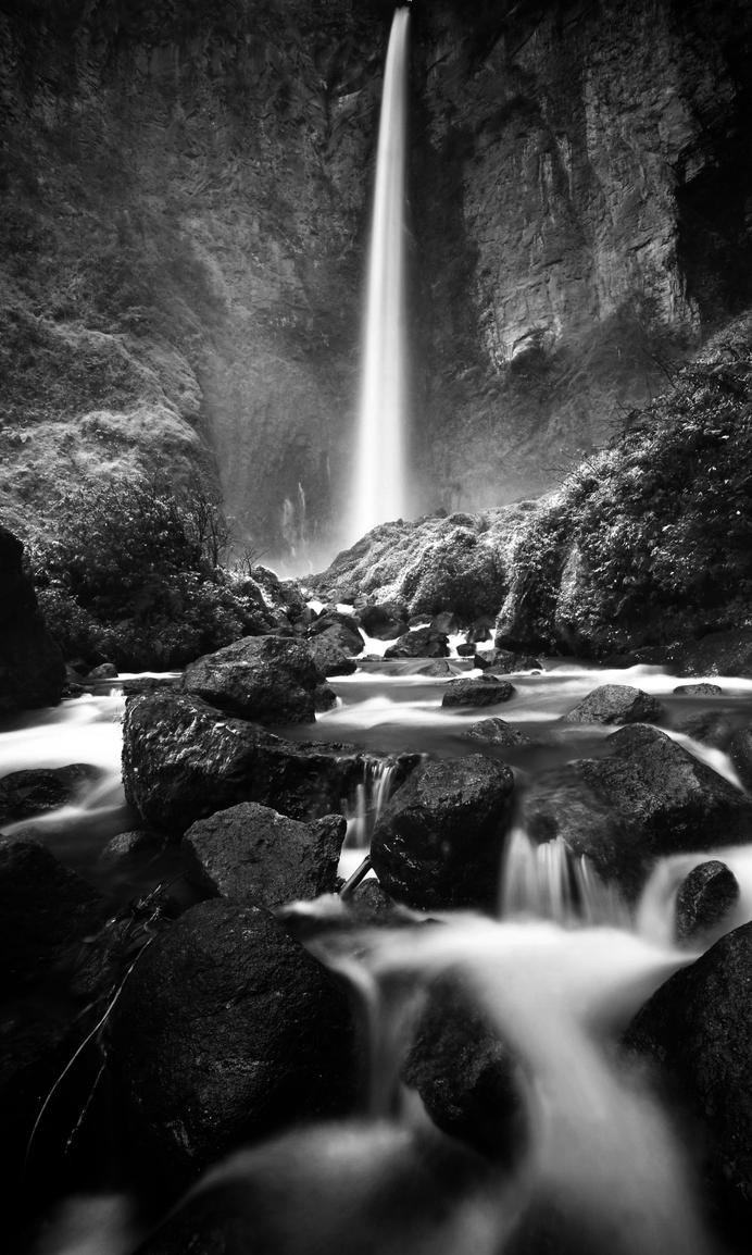 Sipiso Piso waterfall bw by comsic