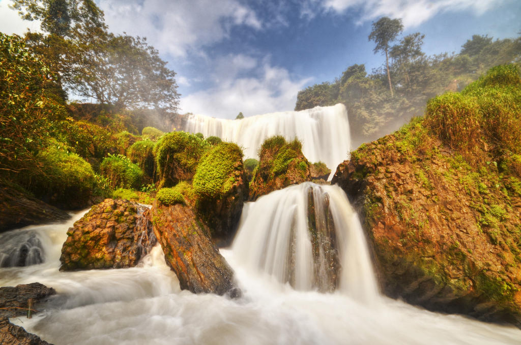 Dalat - Elephant Waterfall by comsic
