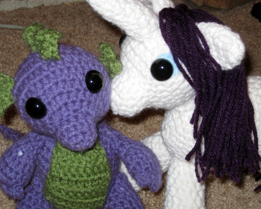 My Little Pony - Rarity Kissing Spike by kaerfel