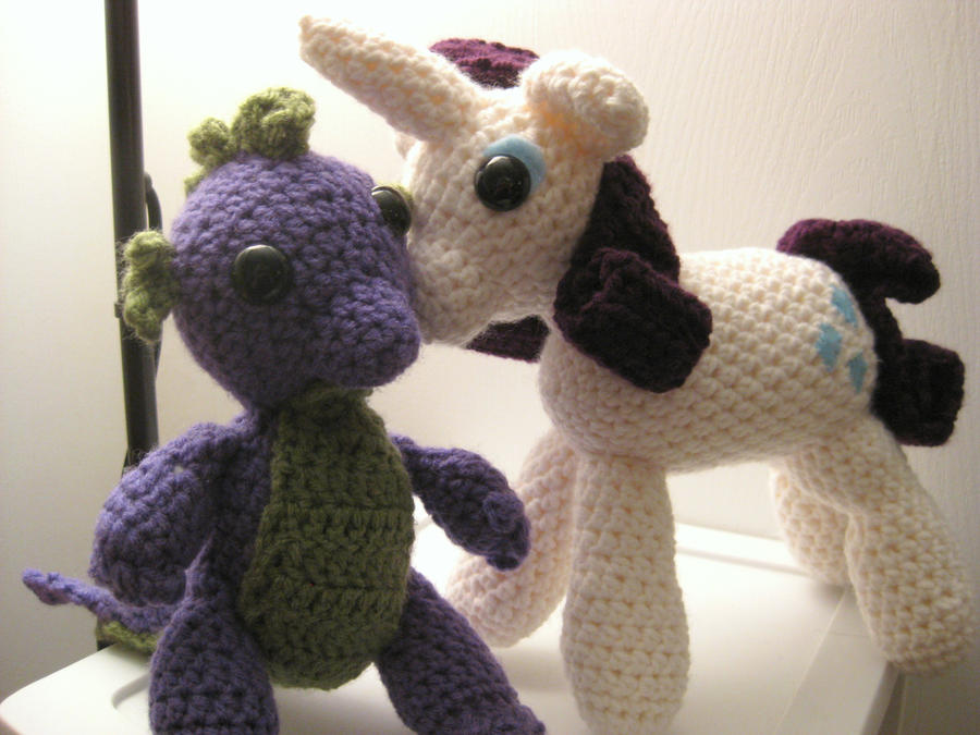 My Little Pony - Rarity Kissing Spike - Finished by kaerfel