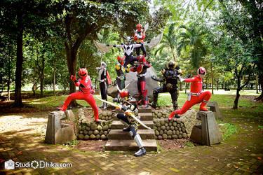 Komutoku Sentai-Riders Attack Formation