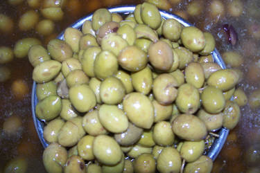 Green olives by aRU1
