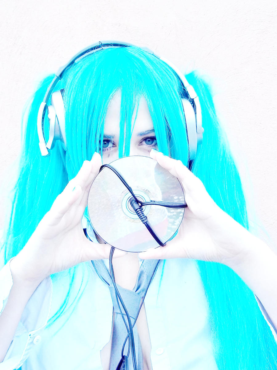 Miku Cosplay by bluebrids