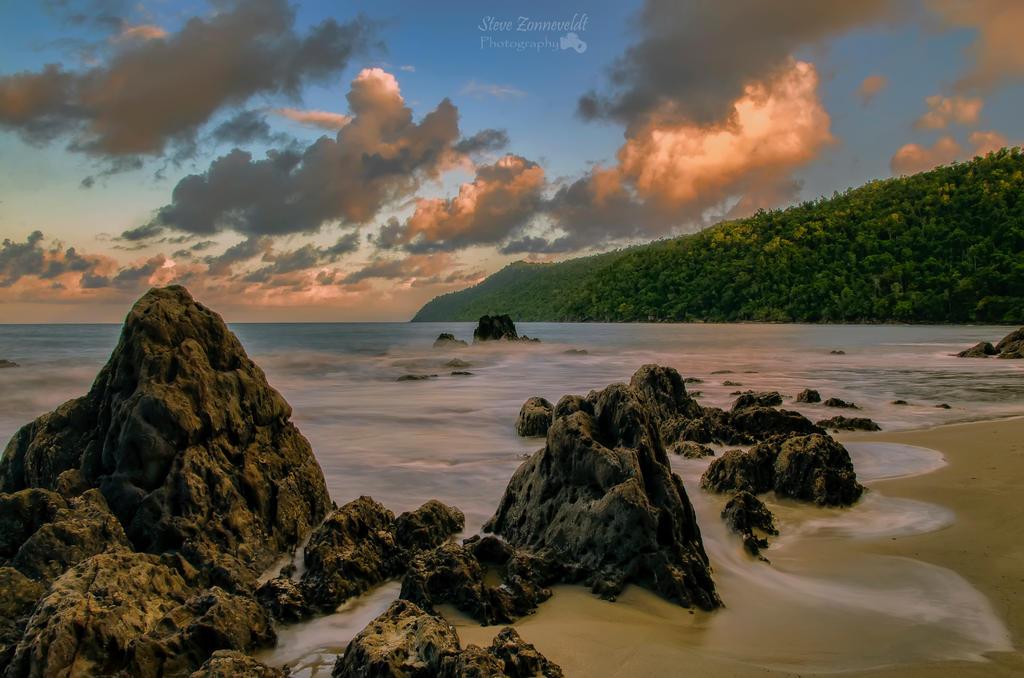 Etty Bay at dusk by djzontheball