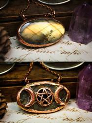 Reversible pentagram and triple moon pendant