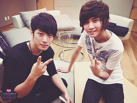 http://fc09.deviantart.net/fs71/f/2011/018/9/0/minhwan_and_seunghyun_edit_by_nounou01-d37i9pp.png