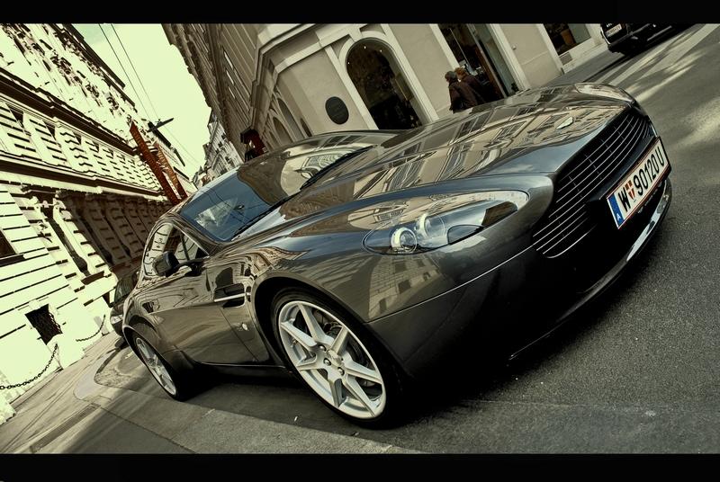 Aston Martin by qqryq1