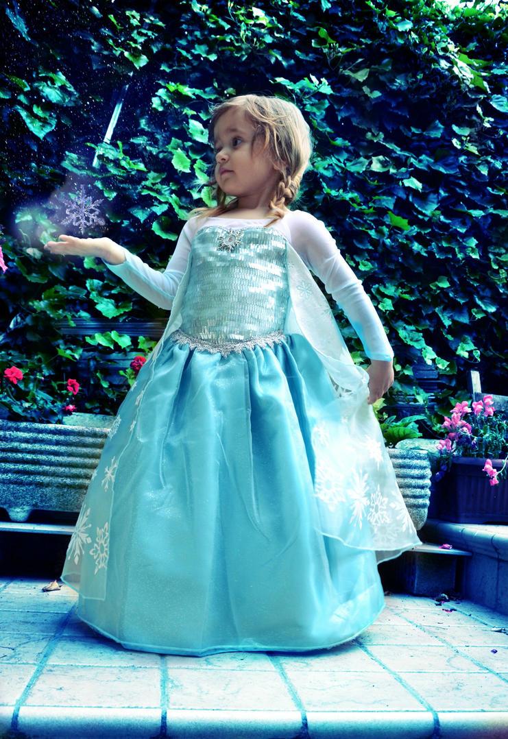 Elsa the snow Queen by Lady-Ragdoll