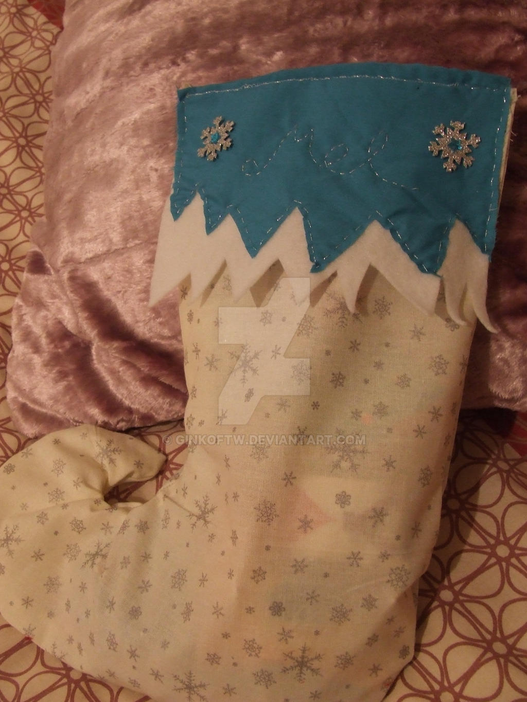 snowflake stocking by Ginkoftw