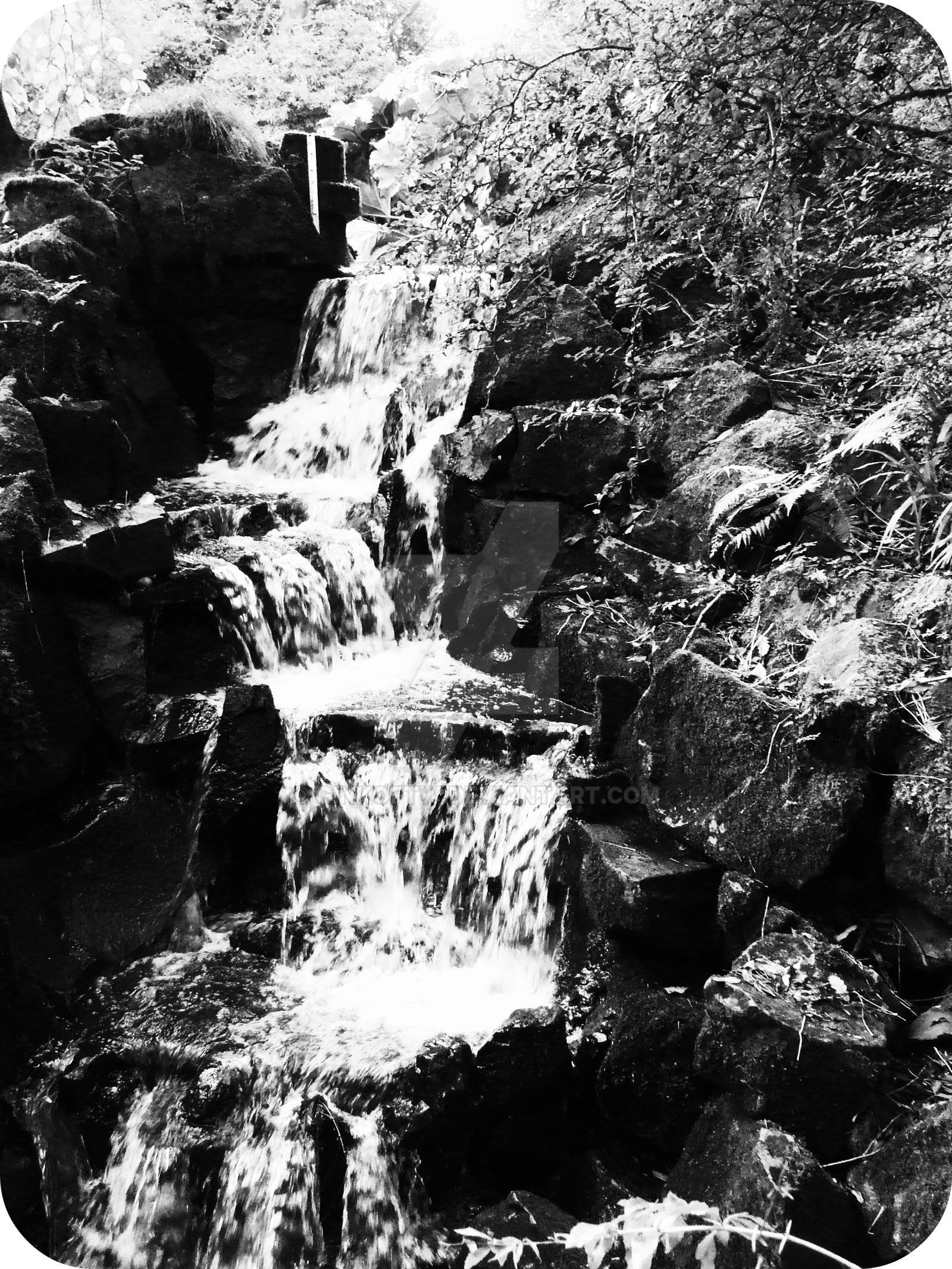 Mini waterfall by Ginkoftw