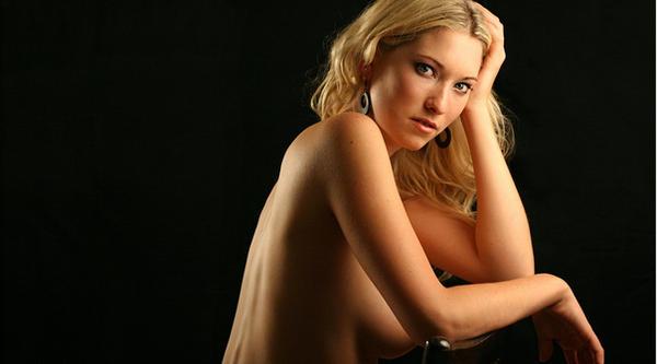 widescreen nude by gestiefeltekatze