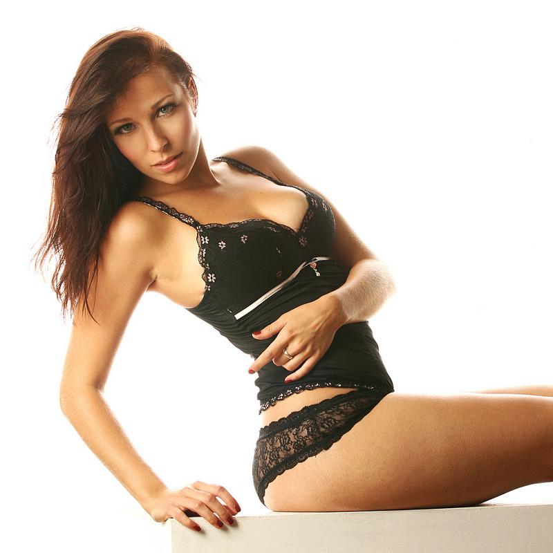 black lingerie by gestiefeltekatze