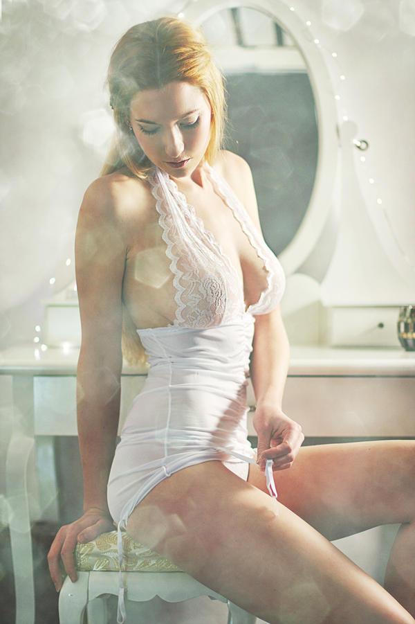 soft dreamy boudoir by gestiefeltekatze