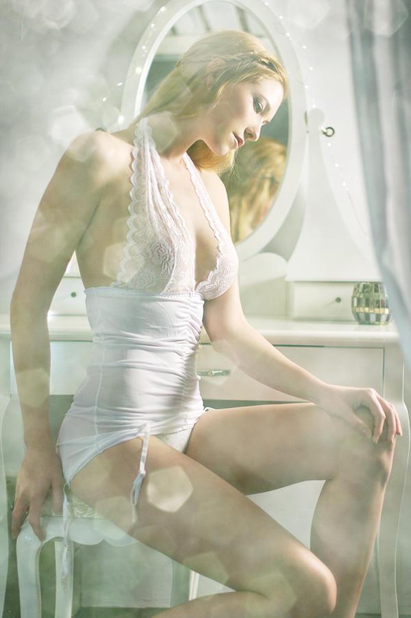 soft dreamy boudoir II by gestiefeltekatze