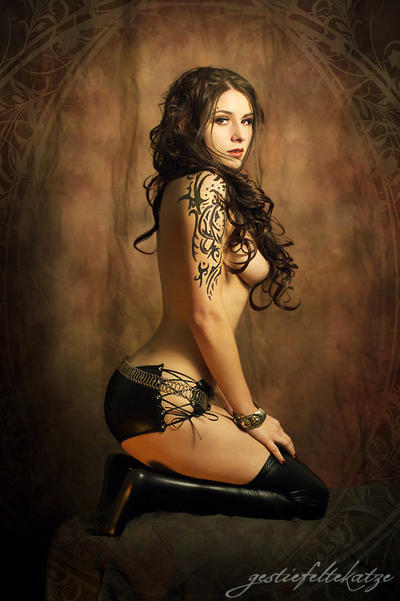 Kassandra: ornamental pinup, inspired by Royo by gestiefeltekatze