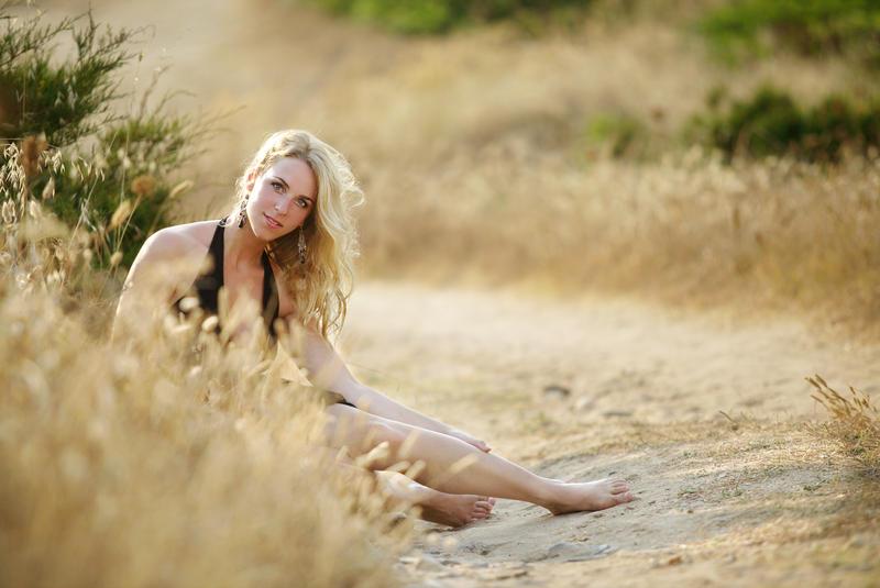 sardinian sand - blonde girl by gestiefeltekatze
