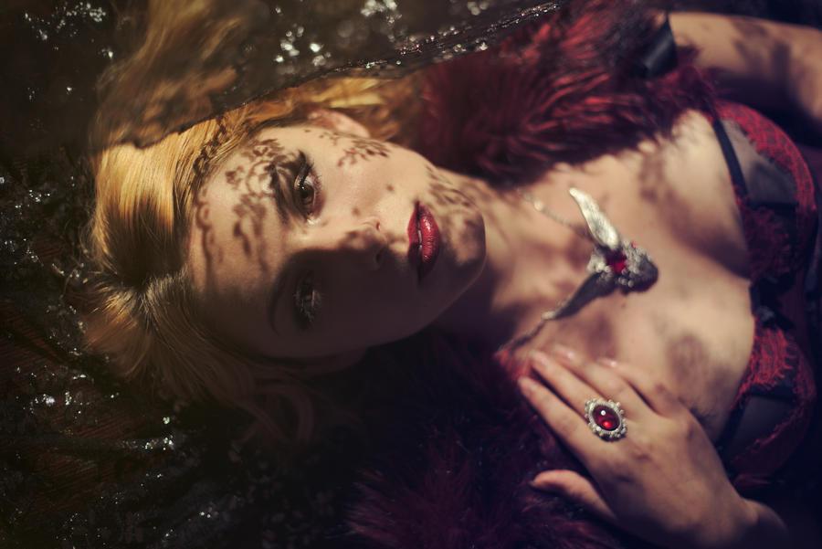 Glamourous Lace by gestiefeltekatze