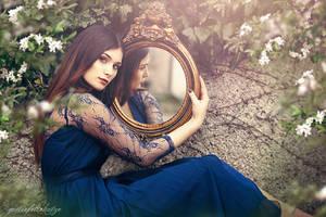 Luana's Reflection by gestiefeltekatze