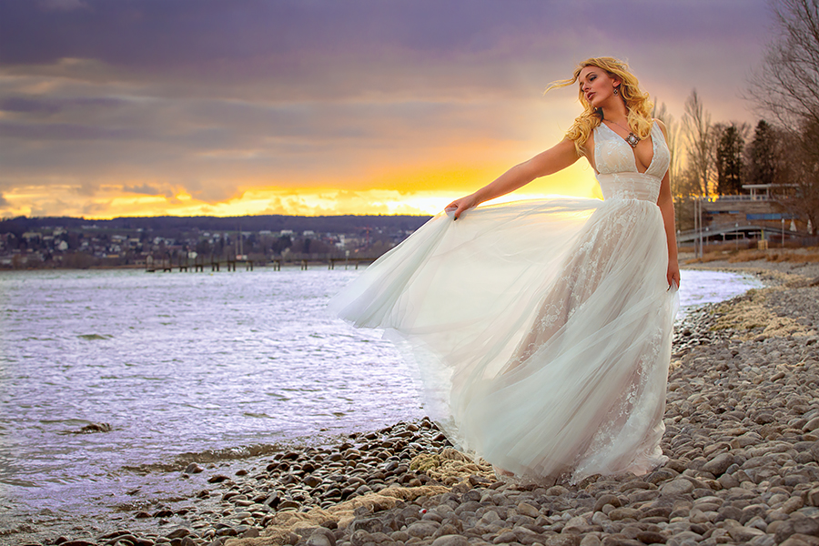 Bridal portrait in the sunset by gestiefeltekatze