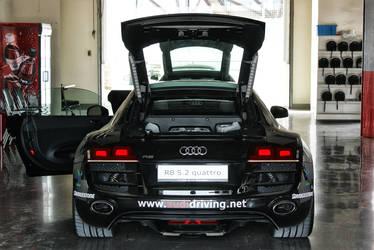 Audi R8 V10 5.2 FSI Quattro (HDR) by skywalkerdesign