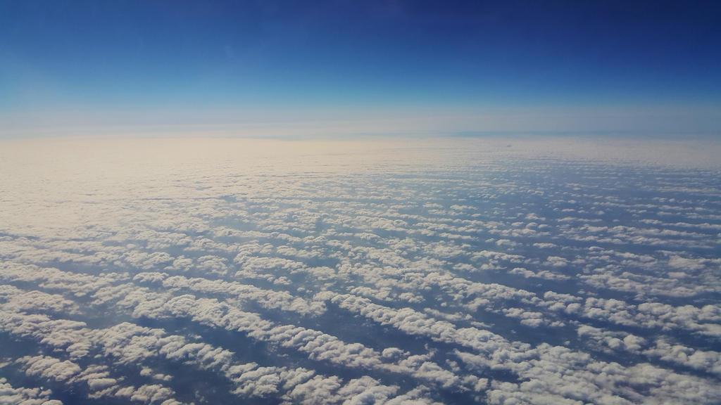 Ueber den Wolken by tropfengirl