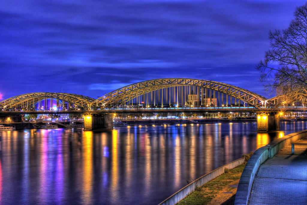 Hohenzollern Bridge Cologne by christoffa
