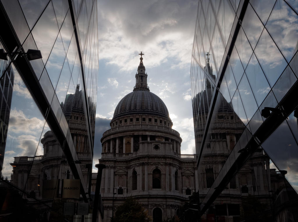 St Pauls Cathedral HDR by CeaSanddorn