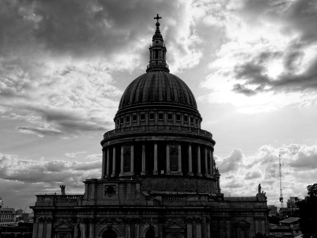 St Pauls Cathedral HDR bw by CeaSanddorn