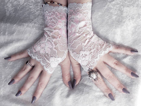 Anemonella Lace Fingerless Gloves